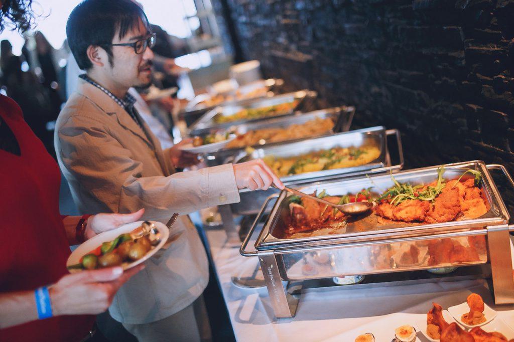AFTER WORK DANCE 20th Europa Center Concierge Gerry Buffet Dinner Live Music Fotograf Jan Schroeder Gast Buffet Dinner IMG35741